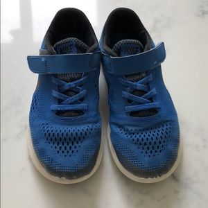 Boys Nike freestyle Velcro shoes